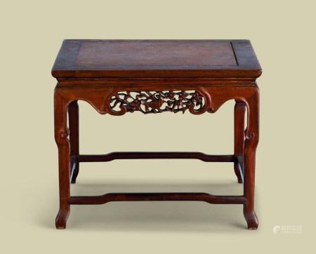 清代(1644-1911) 红木嵌瘿木面花鸟纹四方小香几