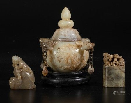 Agate, jade and soapstone items, China, 18/1900s