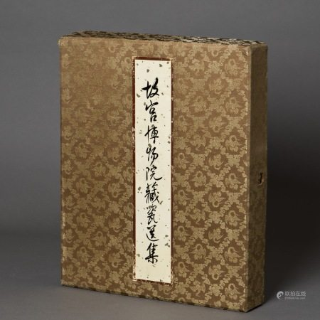 BOOKS ON PORCELAIN COLLECTION OF THE PALACE MUSEUM