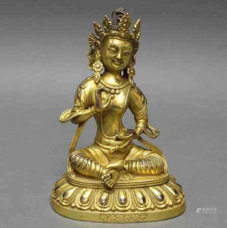 Sitzender Buddha, Asien, neuzeitlich, Bronze vergoldet, Sockel mit Schriftzeichen, 19.5 cm hoch