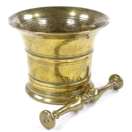 An 18th century bronze bell-shaped pestle and mortar, diameter 15cm, height 12cm
