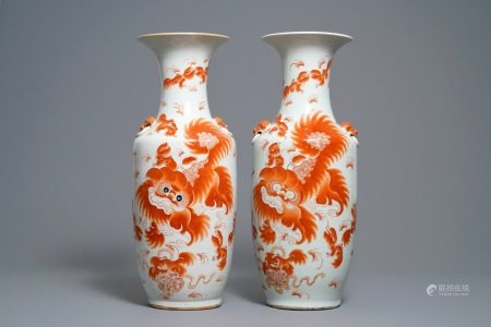 A pair of Chinese iron red 'Buddhist lions' vases, 19/20th C.