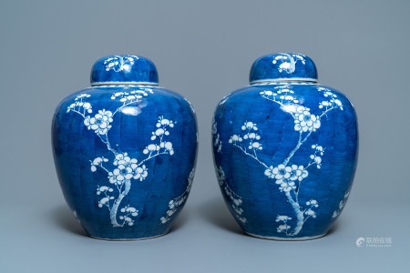 A pair of Chinese blue and white 'prunus on cracked ice' jars and covers, 19th C.