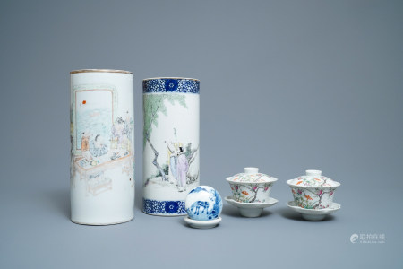 A varied collection of Chinese qianjiang cai, famille rose and blue and white porcelain, 19/20th C.