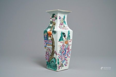A Chinese famille rose square vase with figural design, 19th C.