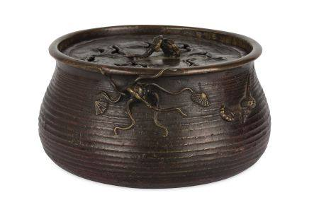 A JAPANESE BRONZE CENSER WITH A COVER.