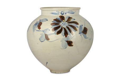 A LARGE KOREAN BLUE AND WHITE 'FLOWER' JAR.