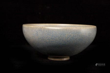 元代天蓝釉带红斑碗