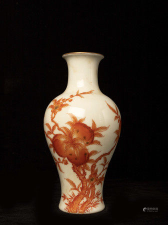 清代乾隆釉里红寿桃瓶