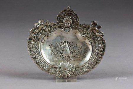 Coupe de style Louis XIV de Forme coquille.