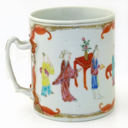 Chinese export porcelain mug painted with figures We are unable to do condition reports for this