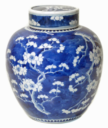 Blue and white Chinese ginger jar with lid We are unable to do condition reports for this sale.