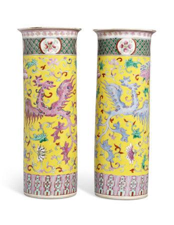 GUANGXU PERIOD (1875-1908) 清光绪 黄地粉彩凤凰纹瓶