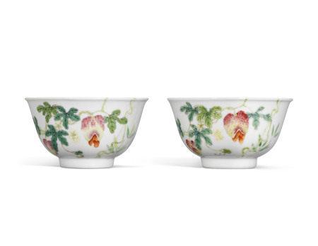 19TH CENTURY 清十九世纪 粉彩瓜瓞绵绵纹碗一对