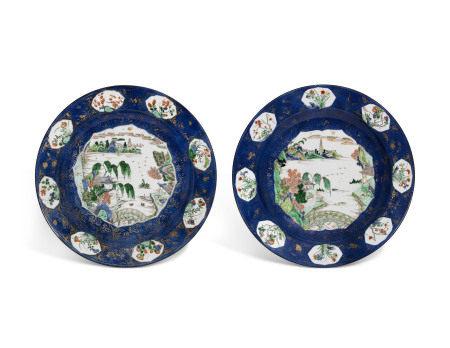KANGXI PERIOD (1662-1722) 清康熙 彩绘洒蓝地山水图大盘两件