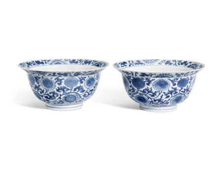KANGXI PERIOD (1662-1722) 清康熙 青花花卉纹碗一对