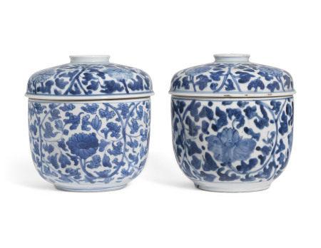 KANGXI PERIOD (1662-1722) 清康熙 青花莲花纹圆盖盒一对