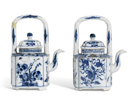 KANGXI PERIOD (1662-1772) 清康熙 青花花卉纹盖壶两件