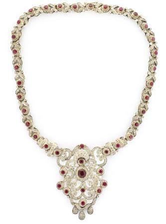 Collar isabelino con diamantes de talla antigua y rubíes