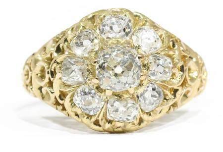 Sortija con diamantes talla antigua, en oro amarillo 18k.