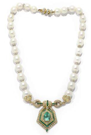 Collar de perlas australianas y colgante de oro amarillo de