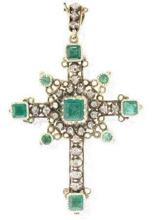 Cruz de oro amarillo de 18k, con diamantes y esmeraldas, s.X