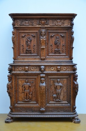 A Henri II style four-door cupboard in walnut, 19th century (52x130x198cm)