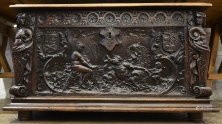 An Italian sculpted walnut chest, 17th century (59x110x65cm)
