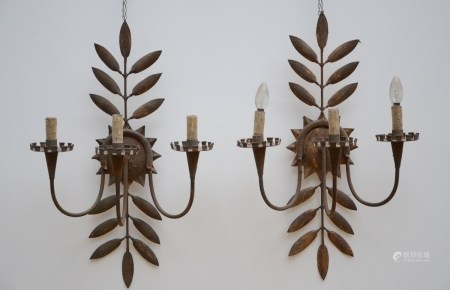 A pair of wall lights in gilded metal (47x72cm)