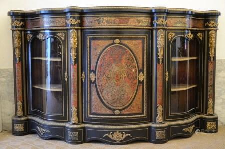 A Napoleon III three-door cupboard with Boulle inlaywork (*) (50x198x117cm)