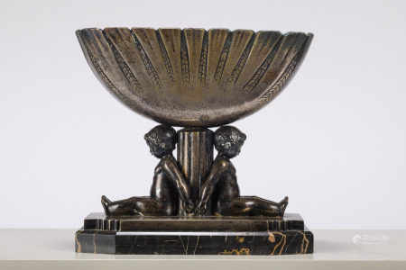 Art deco coupe in silvered bronze by Paul Silvestre (fonderie Susse frères à Paris) (16x33x31cm)
