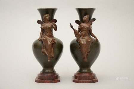 Debut: a pair of bronze art nouveau vases (*) (25cm)