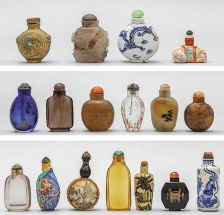 Diciassette snuff bottles di varie epoche, forme