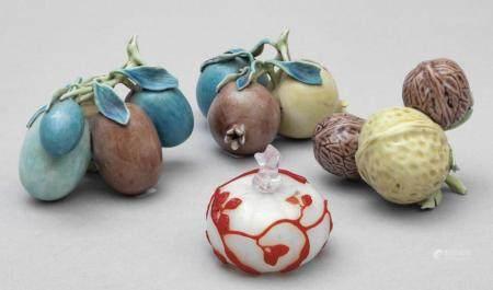 Tre frutti in porcellana e uno in vetro, Cina