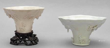 Due coppe da libagione in porcellana bianca di