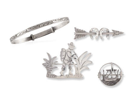 A GROUP OF SILVER JEWELLERY, including 3 brooches, one designed as a horseshoe, one sailing ship and