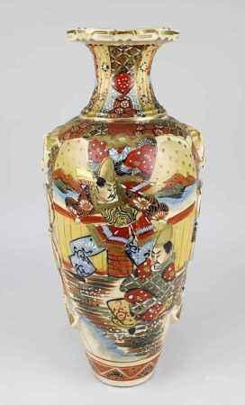 Satsuma - Vase Japan 1. H. - Mitte 20. Jh., Keramik, in Balusterform, farbig und gold staffiert,