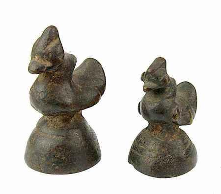2 Opiumgewichte in Vogelform, Südostasien 19. Jh., Bronzeguss mit schöner Alterspatina, H 5,5 und