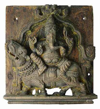Holzrelief des Gottes Ganesha auf seinem Reittier, einer Ratte, Südindien 1. H. 19. Jh., aus einem