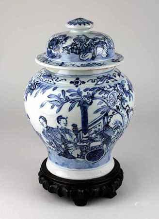 Blauweiß-Deckelvase, China Kangxi-Periode 1662-1722, Porzellan weißer Scherben, handgedrehtes Gefäß,