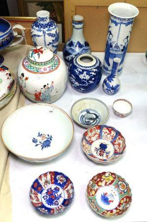 Blue and white Chinese vase with 4 character mark, 26.5cm, 2 smaller vases, and other Oriental items