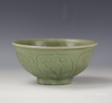 A Chinese Celadon-glazed Flower Porcelain Bowl