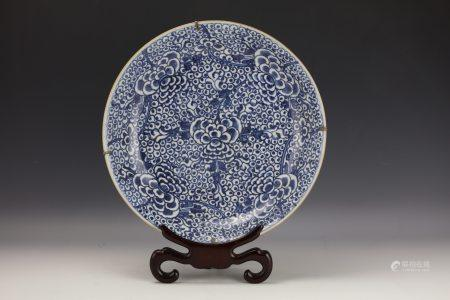 A Chinese Kangxi Blue and White Floral Porcelain Plate