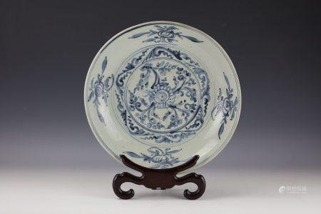 A Chinese Blue and White Flower and Fruit Porcelain Plate