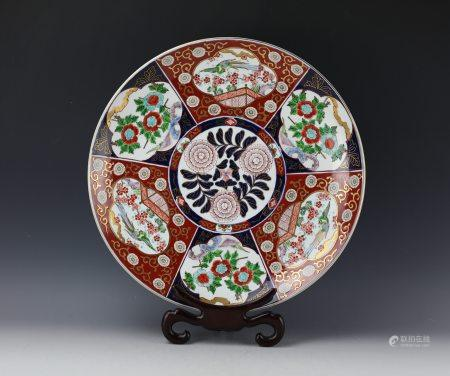 An Imari Famille Rose Porcelain Plate with Floral Pattern