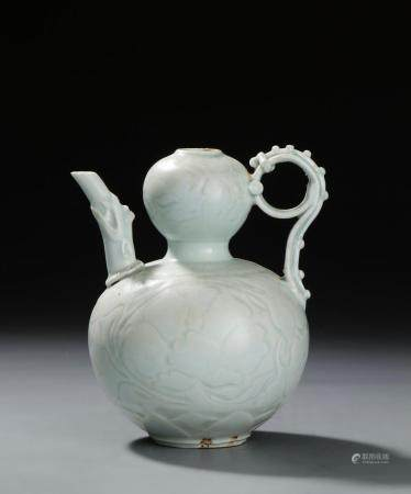 Rare Qinbai Double-Gourd Ewer