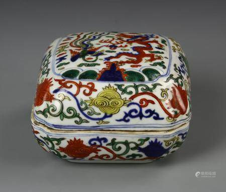 Chinese Wucai Box and Cover