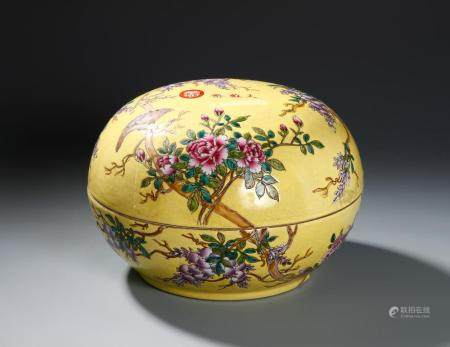 Chinese Yellow-Ground Famille Rose 'Dayazhai' Box