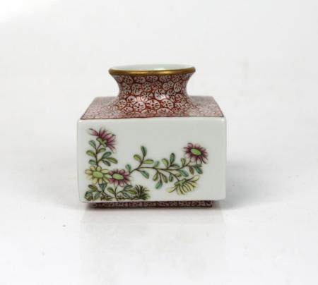 A Chinese Famille Rose Water Pot