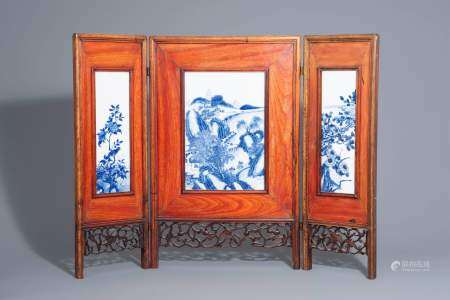 A Chinese threefold wooden screen with blue and white plaques, 19th/20th C.